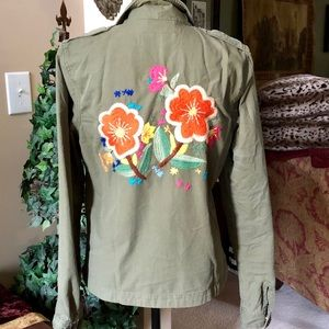 LUCKY BRAND 🍀 Embroidered army green jacket L